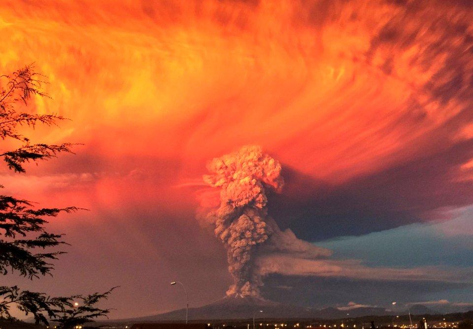 Oto 19 najchętniej oglądanych w tym roku przez użytkowników Instagrama zdjęć wykonanych przez fotoreporterów agencji Reutera. Na zdjęciu: chmura dymu i pyłu wydobywająca się z wulkanu Calbuco w Chile. Zdjęcie z 22 kwietnia.