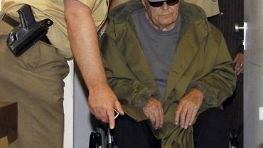 John Demianiuk w sądzie w Monachium przedostatniego dnia procesu, 12 maja 2011 r.