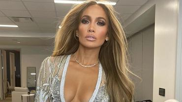 Jennifer Lopez poses in one photo with her mother and daughter