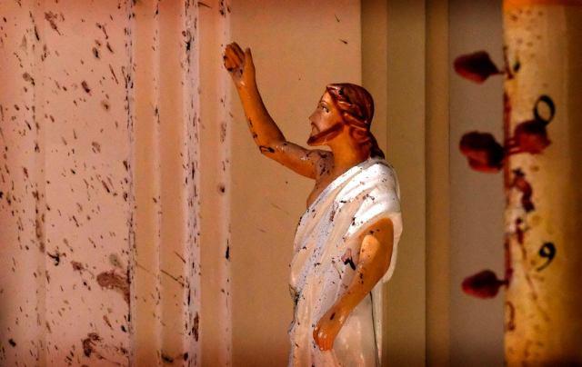 Zamachy na Sri Lance. Figura Jezusa ochlapanej krwią w jednym z zaatakowanych przez terrorystów kościele