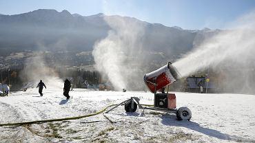 Skiing in Poland.  Snowmaking has started, but will the season even start?  In the photo: Polana Szymoszkowa, Zakopane