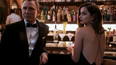 Daniel Craig and Ana de Armas as James Bond and Paloma in No Time To Die.  Will we see the premiere in October 2021 after a delay of one and a half years?
