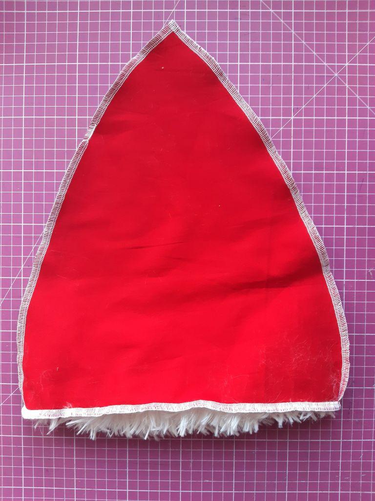 20201204 125222 768x1024 Świąteczna czapka Mikołaja   jak uszyć? Prosty tutorial.
