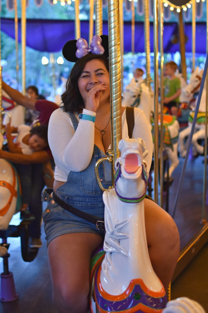 d674b592893 Plus Size Guide to a Picking What to Wear to Disneyland - biancakarina