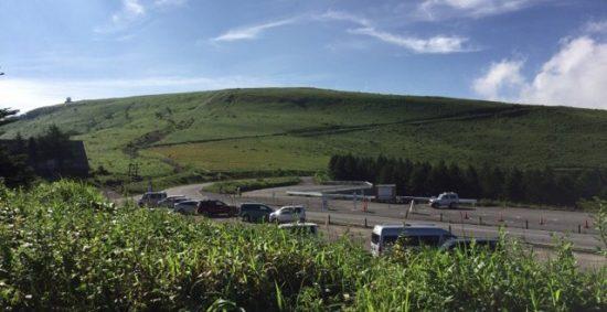 ビーナスラインニッコウキスゲの霧ヶ峰車山肩駐車場混雑状況画像