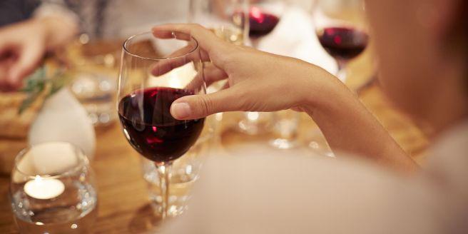 vino-rosso-dimagrire-tavola