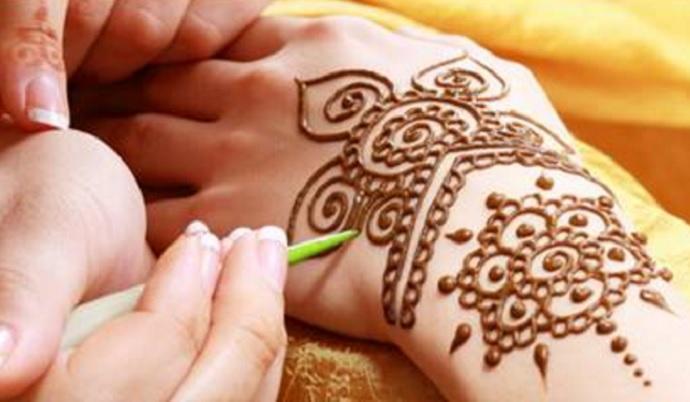 Cara Membuat Henna Sendiri di Tangan dan Kaki