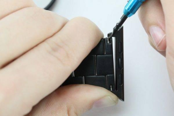 Barre à ressort dans l'adaptateur Apple Watch