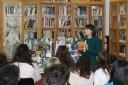 Nerea Marco presentando libros en el Toma y lee