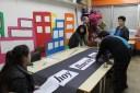 Preparando carteles para el Día de la poesía