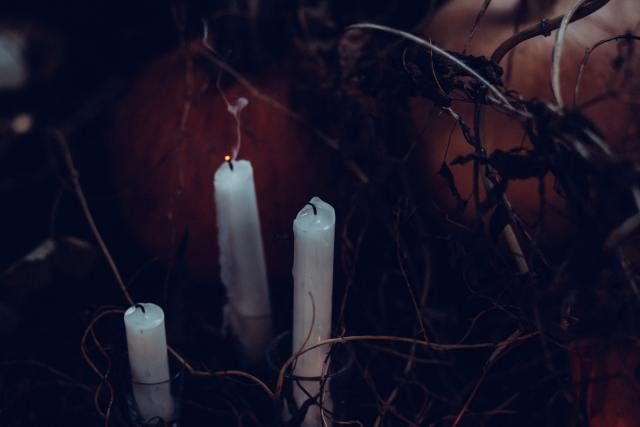 3-white-candles-without-light-217859-scaled.jpg