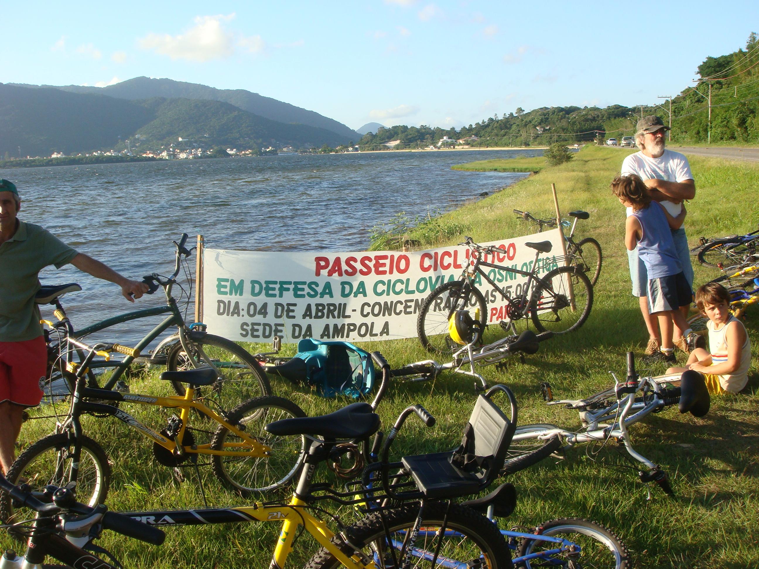 Bicicletas à beira da Lagoa da Conceição. Foto: Ciclista Fabiano.