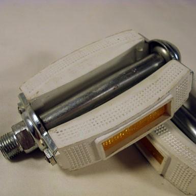 Pedal notario color blanco New Old Stock desempaquetado detalle