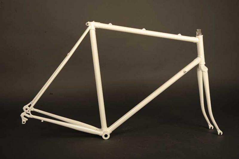 Restauración Taller Pintura Bicicleta antigua color blanco
