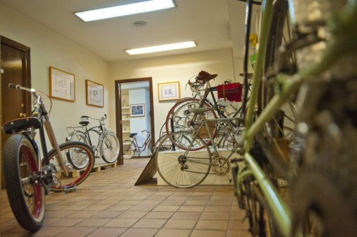 Acceso al interior taller tienda Bicicletasclasicasleo.com