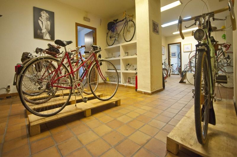 Visita virtual al interior taller tienda Bicicletasclasicasleo.com