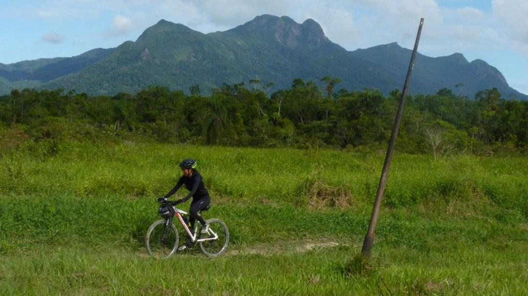 Extremo da trilha, onde há um poste do telégrafo, colocado em 1860, que dá nome a trilha