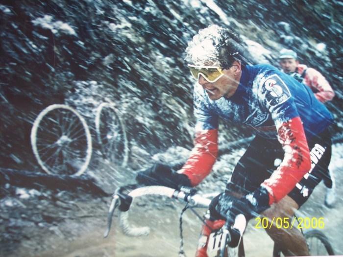 Immagine ripresa da YouTube sulla bufera di neve presente sul Gavia al Giro 1988 (YouTube)