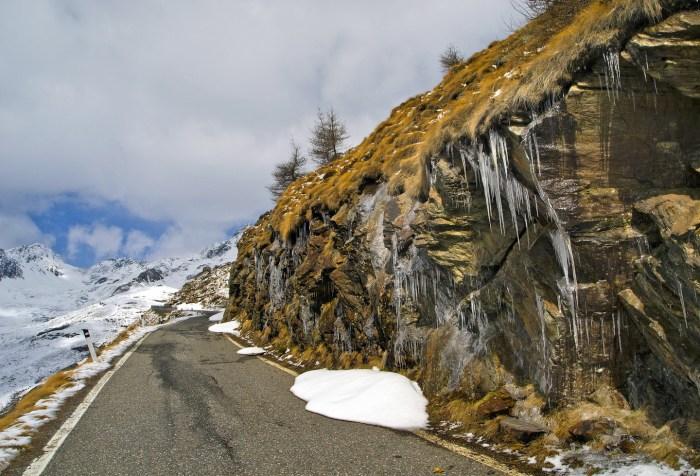 Immagine delle pareti rocciose dopo il torrente Rezzalasco sul Gavia da Bormio (fotocommunity)