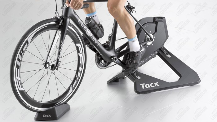 Rullo bici interattivo a trasmissione diretta Tacx T2800 Neo Smart