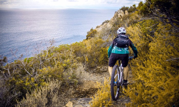 Trail mozzafiato a due passi dal mare: Hotel Tirrena - Country & Bike Hotel Portoferraio
