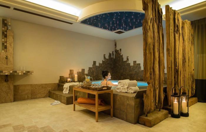 Vasca idromassaggio Jacuzzi: ecco come trascorrere un bel pomeriggio all'insegna del relax (hotelalu.it)