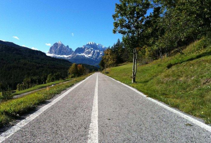 Foto di una ciclabile in Trentino