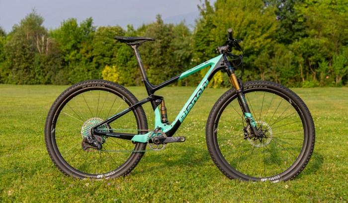 Foto della mtb full Bianchi Methanol CV FS 2020, il nuovo modello da XC - trail del brand di Treviglio (immagine dal sito bianchi.com)