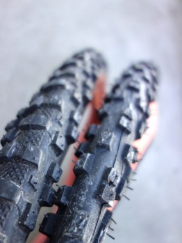 """NOS IRC Mythos XC vintage 26"""" MTB tyres with rust coloured side wall - 2.10"""