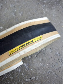"""Specialized Turbo R 27 x 1 1/8"""" skinwall road tyre"""