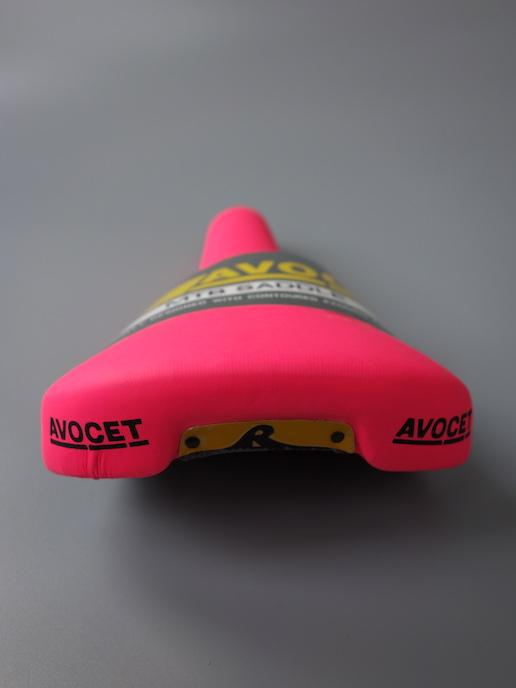 Avocet Racing saddle for MTB – Neon pink