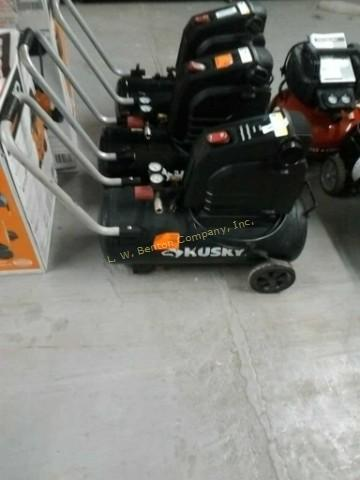 Husky Air Compressor 8 Gallon 135 Psi