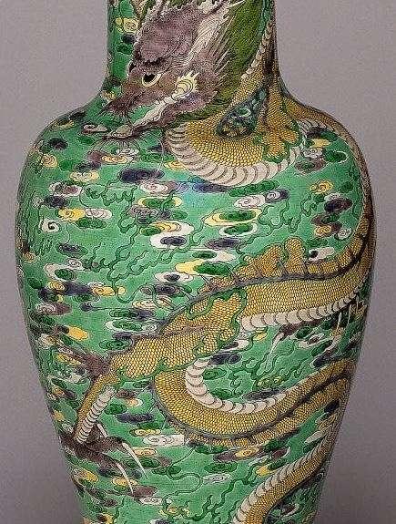 Chinese Kangxi Period Famille verte Dragon vase
