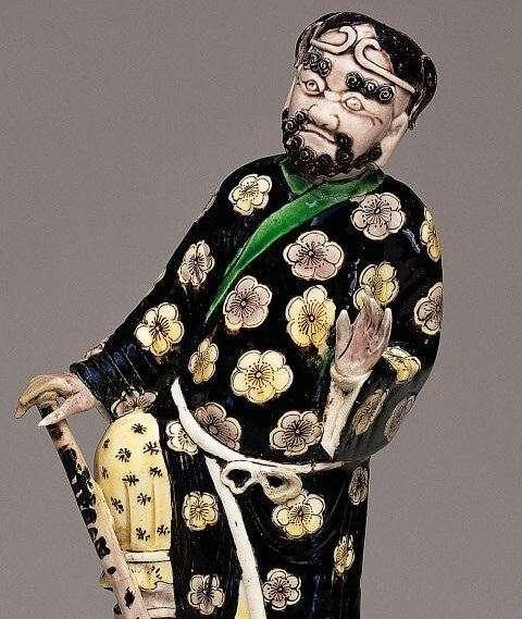 Detail Kangxi Dynasty Famille Statue