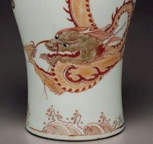 Foot-detail Chinese Dragon Meiping vase