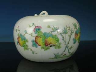 19th C. Chinese Famille Rose Mellon jar