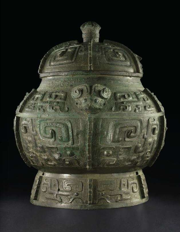AN EXTREMELY RARE MASSIVE BRONZE RITUAL WINE VESSEL AND COVER, POU LATE SHANG DYNASTY, ANYANG, 13TH-11TH CENTURY BC