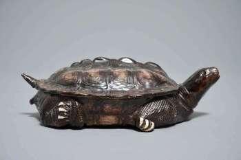 Qianlong period porcelain turtle