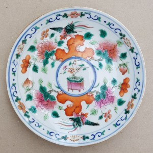 AN ANTIQUE STRAITS CHINESE PERANAKAN NYONYA FAMILLE ROSE PORCELAIN DISH