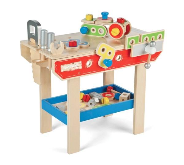 Tout en couleurs, l'établi de bricolage complet en bois comprend 43 pièces dont un étau, une scie, un marteau, une clé de serrage, un tournevis, et pleins d'autres accessoires.