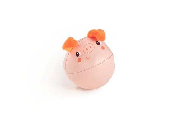 Le cochon est en forme de boule dans ce lot de hochets des animaux de la ferme.