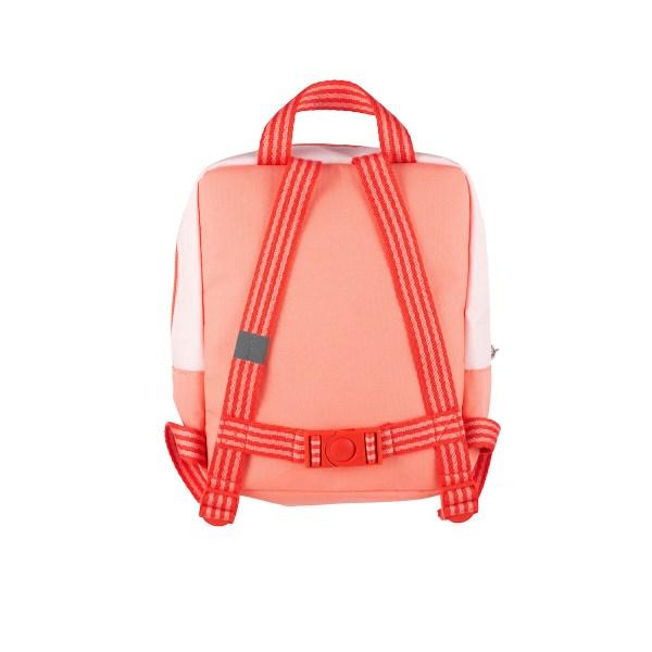 Les bretelles du sac à dos Maison forêt sont réglables ce qui lui permet de s'ajuster à la taille de votre enfant qui grandit. Le sac est aussi équipé d'une poignée pour le suspendre facilement.