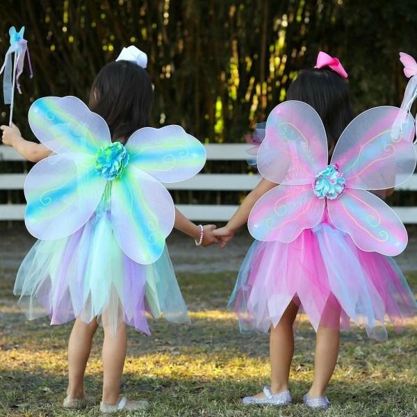 Robe papillon vert et rose portées par 2 enfants de dos