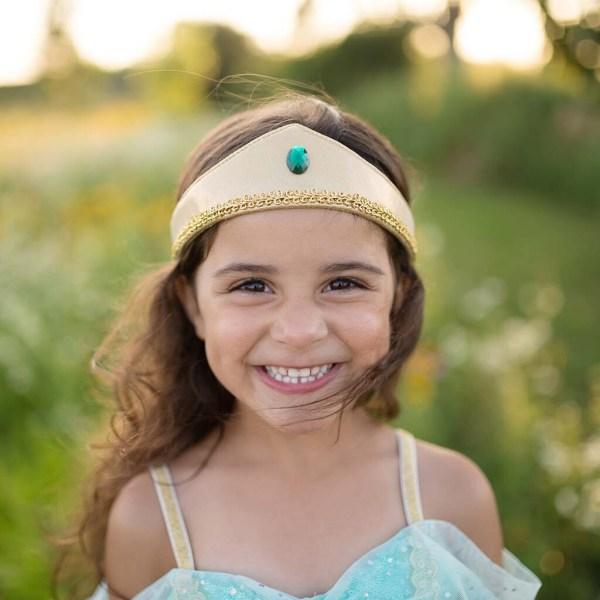 Robe de la princesse Jasmine portée par une enfant en gros plan