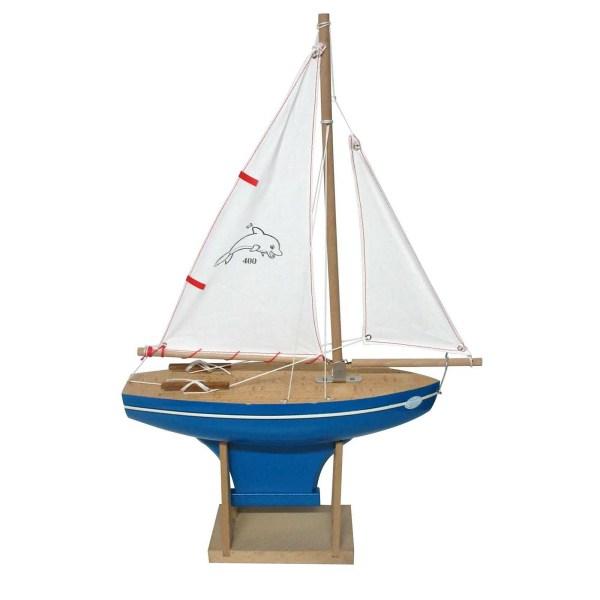 Voilier en bois à quille carrée avec une taille de 30cm et une coque bleue