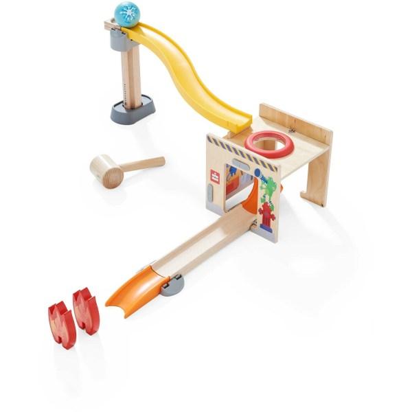 Toboggan circuit Kullerbu Tape-Boule avec des éléments en plastique jaune et orange et des éléments en bois