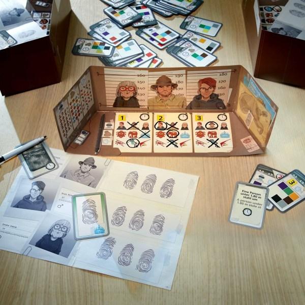 portes documents paravent cartes et éléments du jeu The Key – Vols à la villa Cliffrock