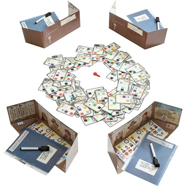 plateau du jeu The Key – Vols à la villa Cliffrock avec les cartes du jeu et les portes documents paravent