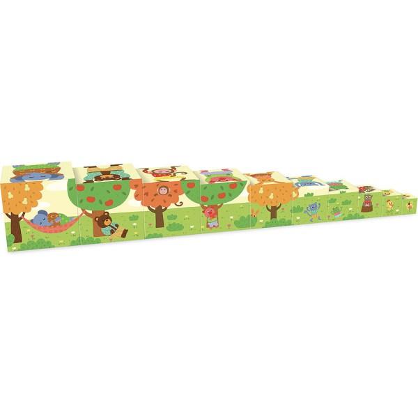 dix cubes gigognes posés les uns à côté des autres avec des animaux sous des arbres