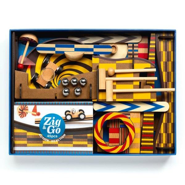 intérieur de la boite Zig & Go Wroom avec des dominos en bois des billes en métal des rampes